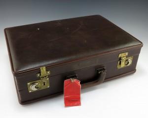 Bild på ett handbagage; en portfölj